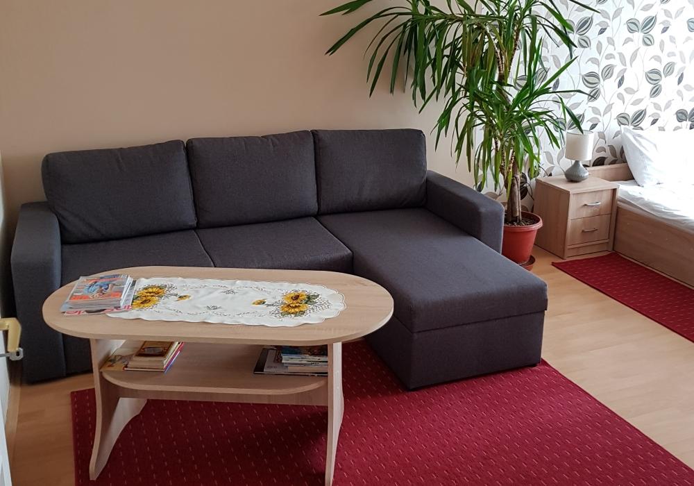 Hálószoba Coral Apartman kihuzható pótággyal