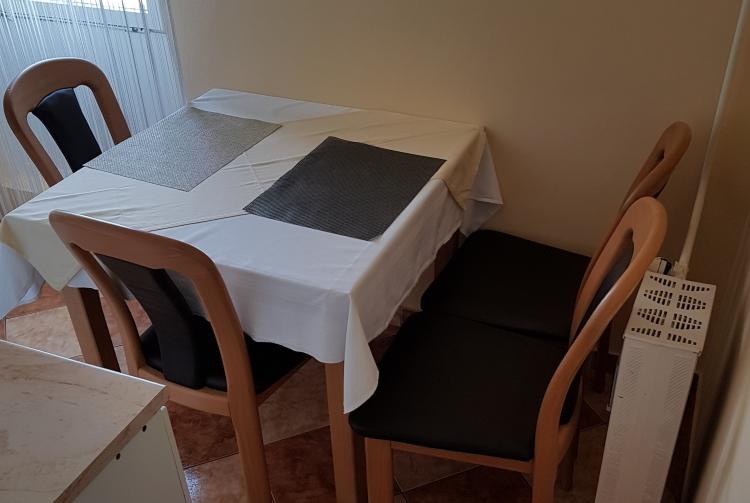 Hálószoba Coral Apartman konyha 2