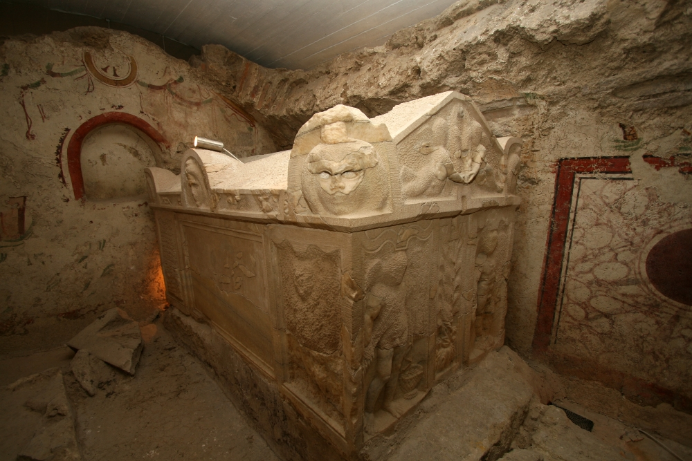 Óker. mauzóleum szarkofág