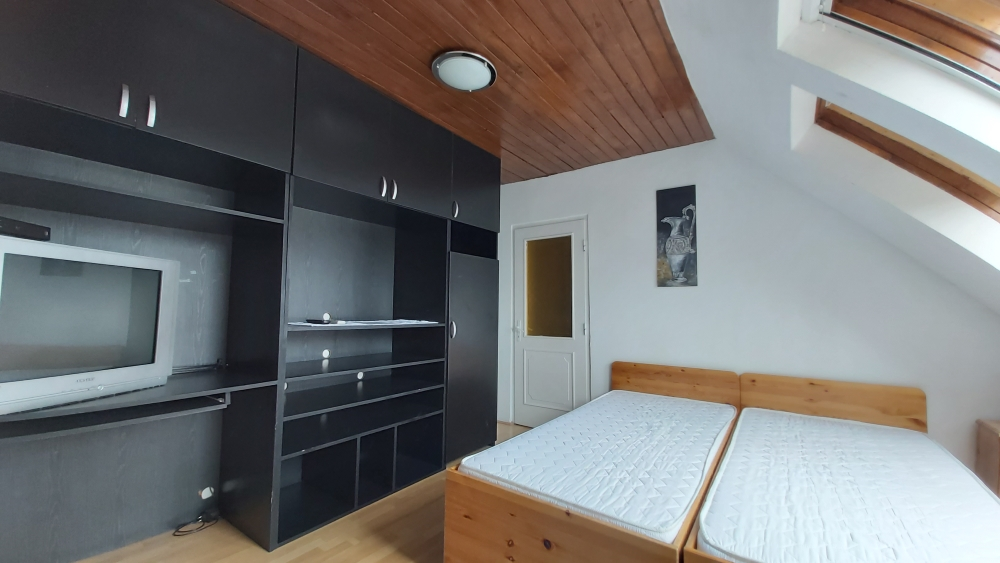 szoba T.1.