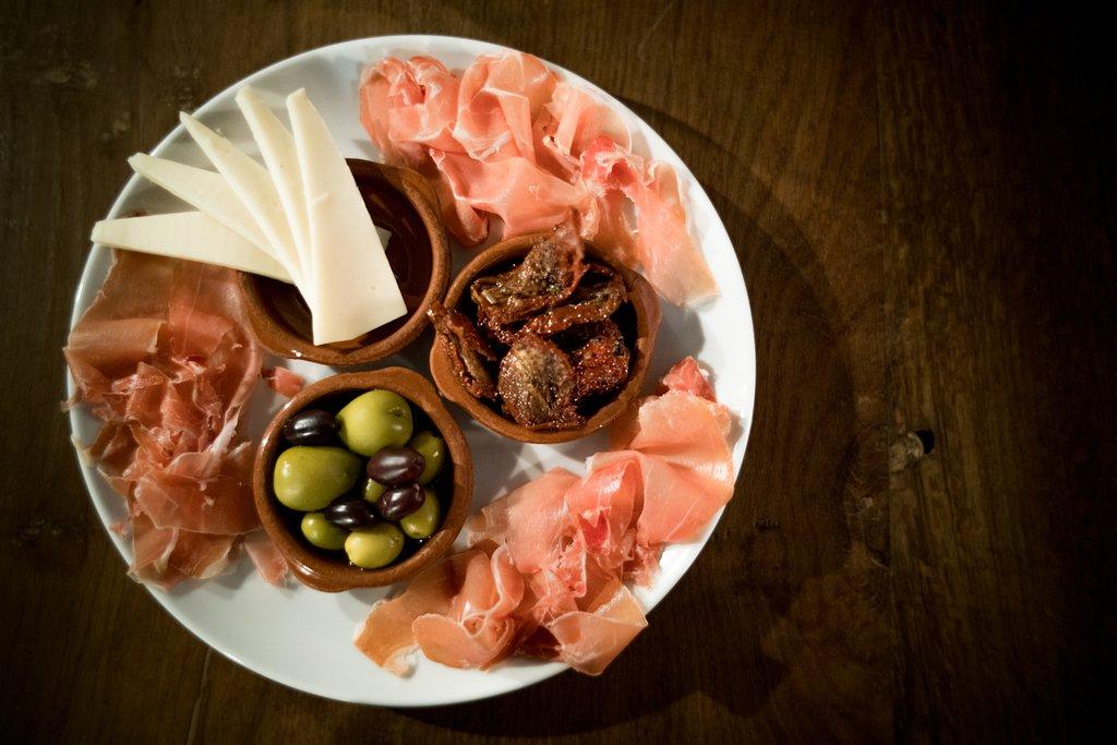 tapas-plate-with-jamon
